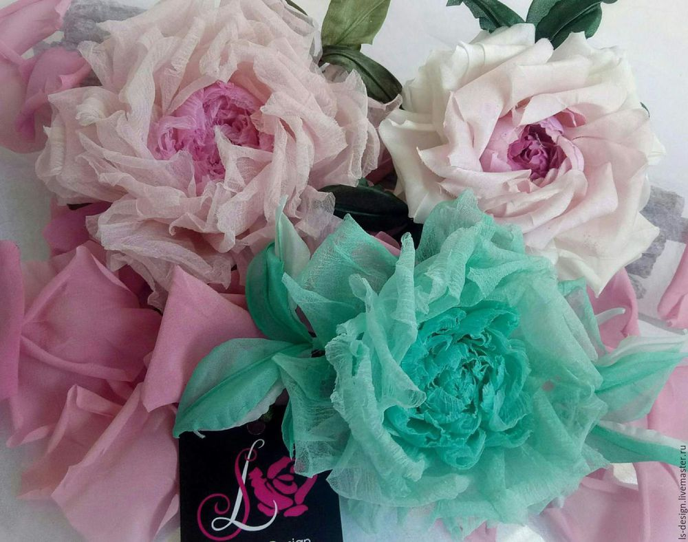цветы из ткани, шелковые розы, аксессуары с цветами, украшения с цветами, цветы на платье, роза, розы, розы из шелка, брошь цветок, брошь в форме цветка, цветы в прическу