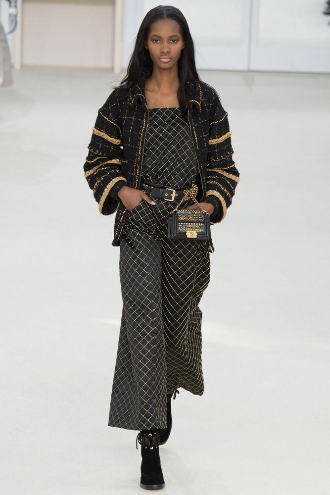 a5168d8c9d3 В новой коллекции осень-зима 2016-2017 от модного дома CHANEL мы видим  много потрясающих вещей