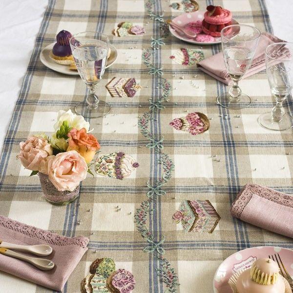 http://www.lesbrodeusesparisiennes.com/295-847-thickbox/lin-chemin-de-table-patissier-a-broder-au-point-de-croix.jpg