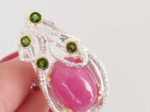 Видео кольца с розовым рубином и хромдиопсидом. Серебро 925 пробы. Ярмарка Мастеров - ручная работа, handmade.