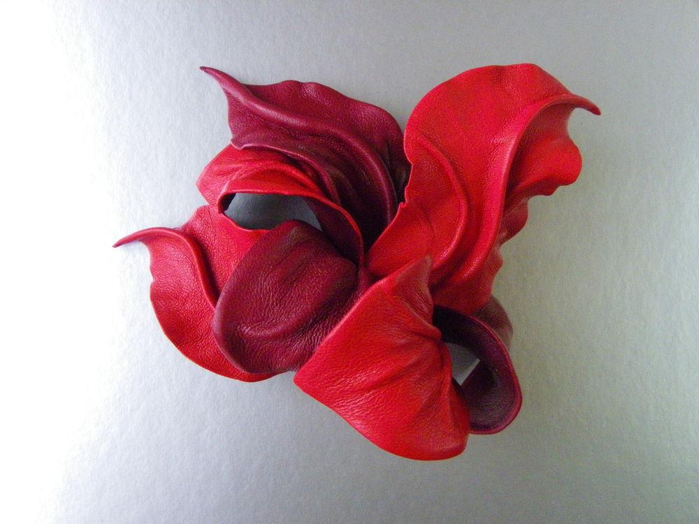 брошь красная, брошь цветок из кожи, брошь большая булавка, цветок застежка на пояс, брошь большого объёма