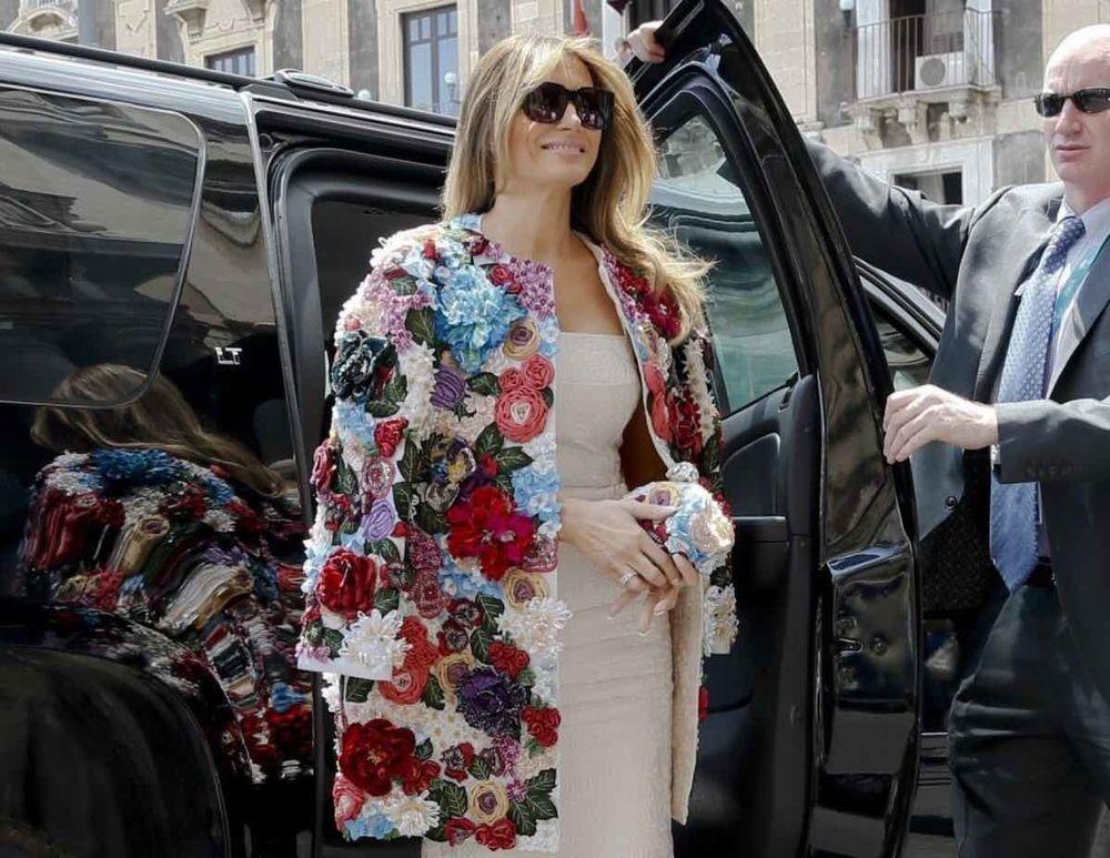 мода сезона, цветочный дизайн, цветы на одежде