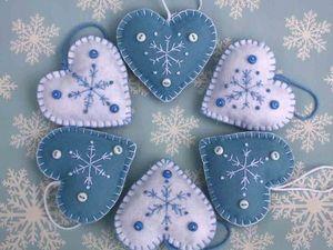 Идеи нарядов для новогодней красавицы, или Елочные игрушки из фетра. Ярмарка Мастеров - ручная работа, handmade.