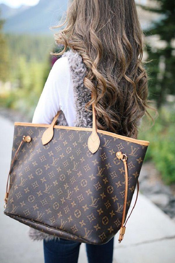 ad60868cc0a3 Louis Vuitton или то, что обычно называют LV — это роскошный французский  бренд, основанный в 1854 году Луи Вуиттоном. Наряду с сумочками компания LV  ...
