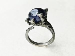 Видео кольца с натуральным сапфиром, изумрудами. Серебро 925 пробы. Ярмарка Мастеров - ручная работа, handmade.
