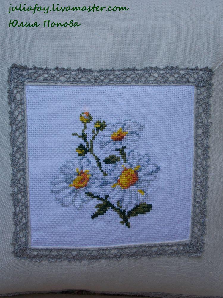 подушка с ромашками, мишка с цветами