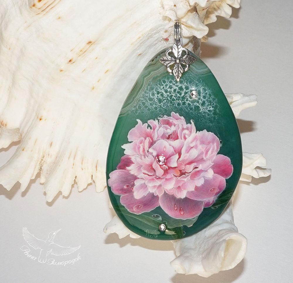 кулон купить в москве, кулоны из камней купить, кулон с росписью, подвески на заказ, кулон с камнем, пион цветок кулон, весна подарок природа, кулон из агата, лаковая миниатюра купить, миниатюрная роспись
