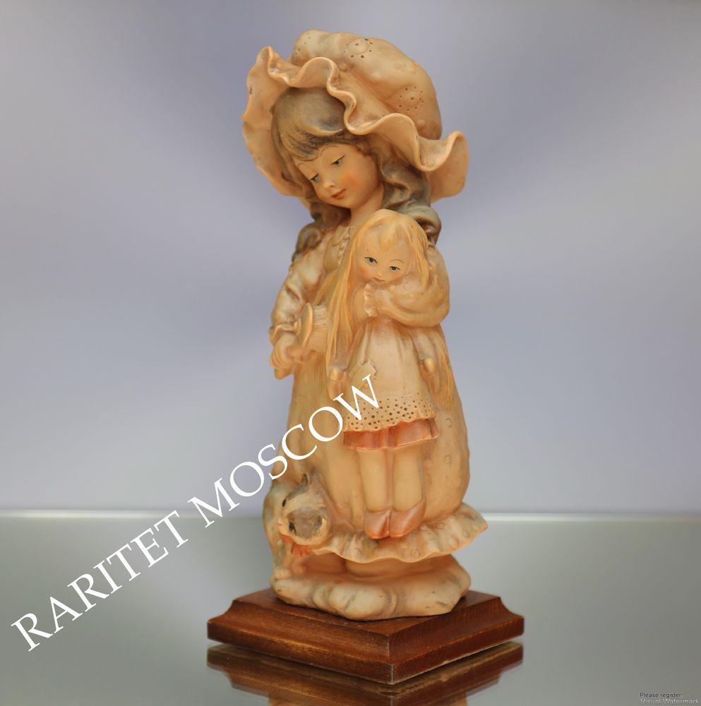 фарфоровая статуэтка, девочка с куклой