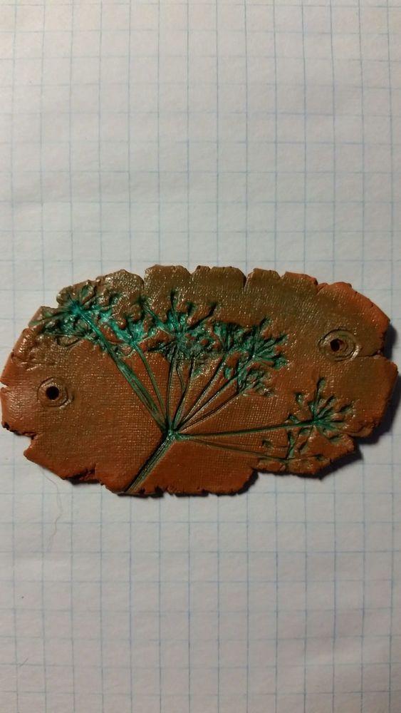 кулоны из глины, работа с глиной и травой, экостиль, эко кулоны