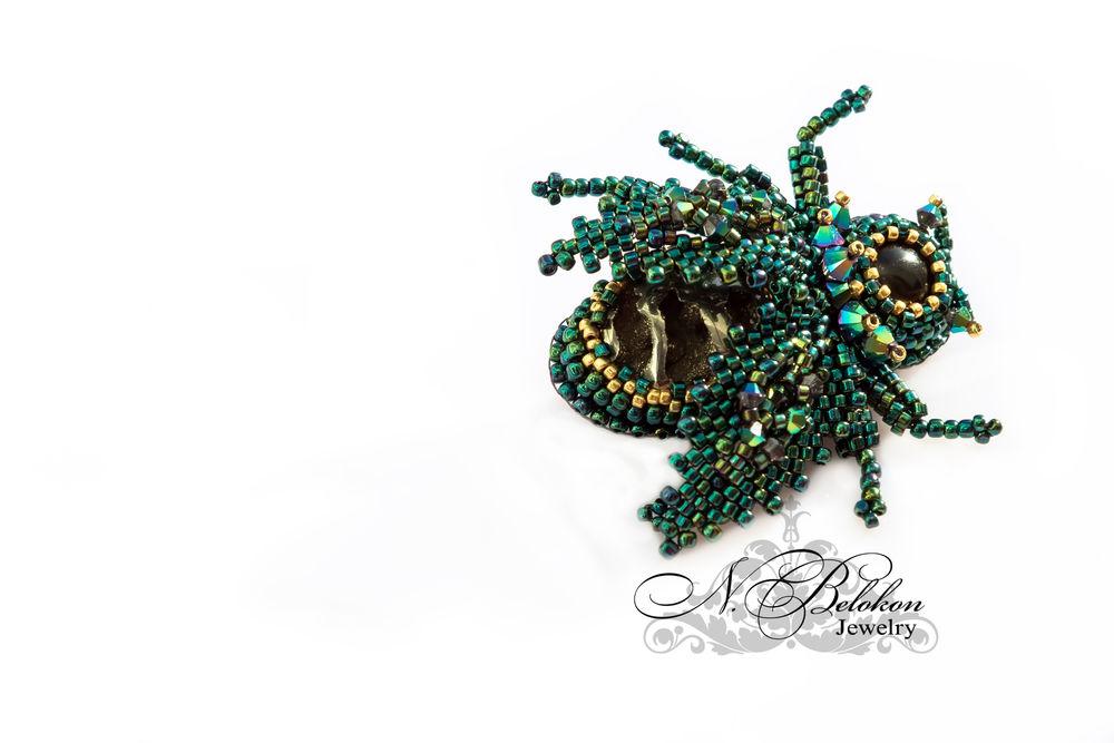 майский жук, окаменелое дерево
