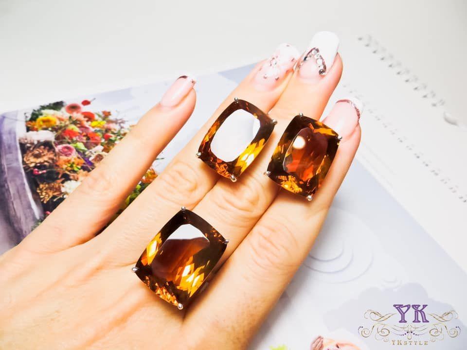 Кольцо с крупным султанитом.