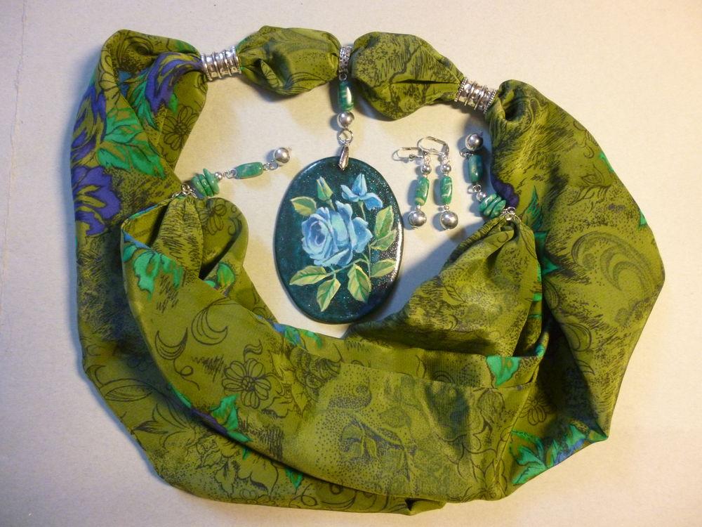 шарфик-колье, голубая роза, украшение на шею, весеннее настроение