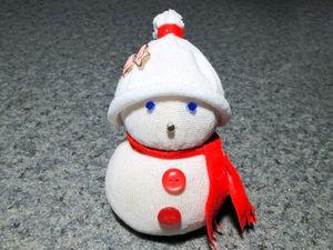Как за 5 минут из носка сделать милого снеговика: видео мастер-класс. Ярмарка Мастеров - ручная работа, handmade.