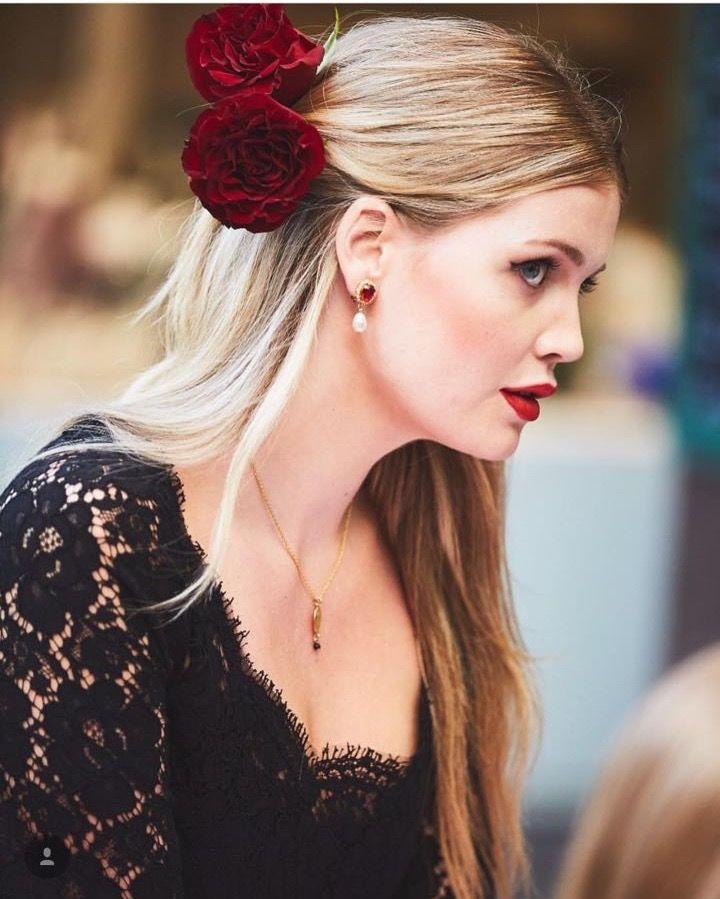 цветы в волосах, вечерние украшения