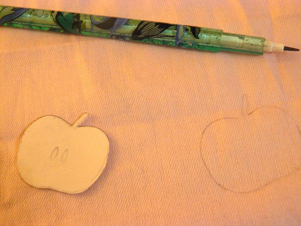 Обводим шаблон яблока