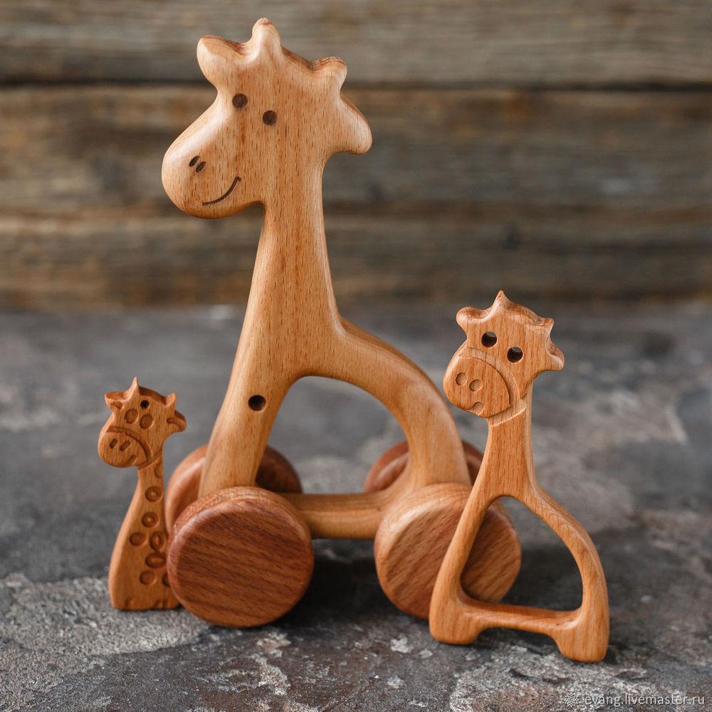 подарок ребенку, игрушки до года, подарок ребенку на год, подарок девочке, игрушки из дуба, буковые подвесы, мануфактура голубиных, жираф, деревянный жираф