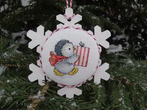 Снежинка на елку: совмещаем вышивку с деревянной заготовкой. Ярмарка Мастеров - ручная работа, handmade.