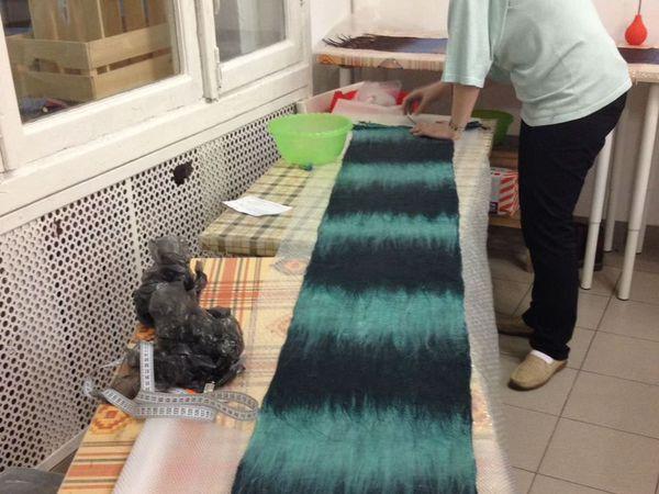 Отчет о мастер-класс. Валяем мужские шарфы с шелковым декором