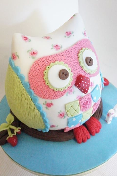 Adorable Owl Cake this would make a cute centerpiece made out of material