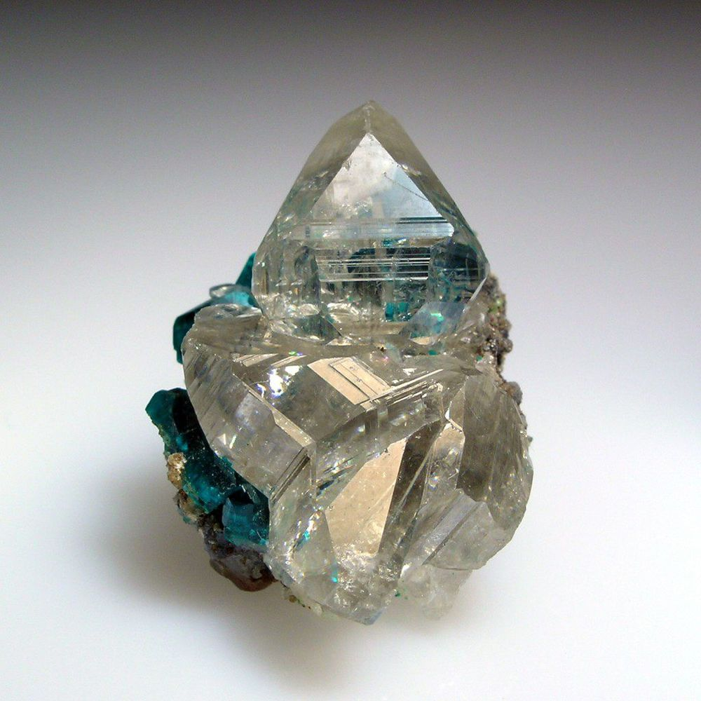 камни, церуссит, минеральная косметика