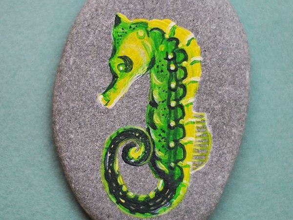 Рисуем яркого морского конька акриловыми красками на камне   Ярмарка Мастеров - ручная работа, handmade