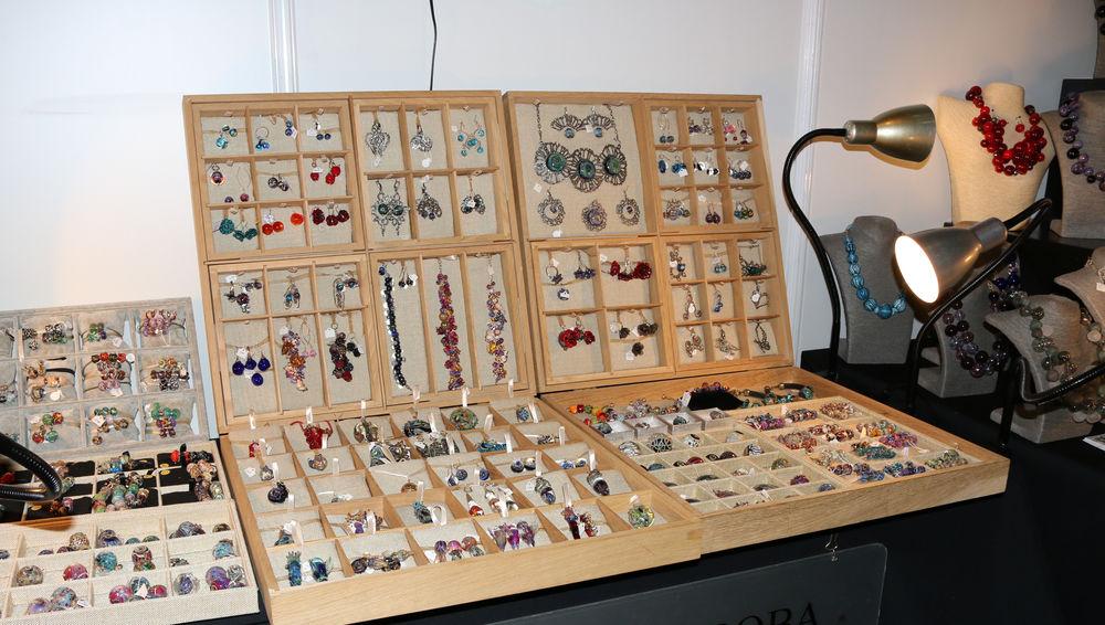 выставка-продажа, выставка ладья, стенд авторского стекла, ювелирные изделия