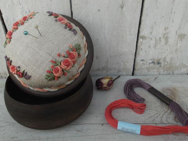 Новинка. Шкатулка-игольница с вышивкой рококо   Ярмарка Мастеров - ручная работа, handmade