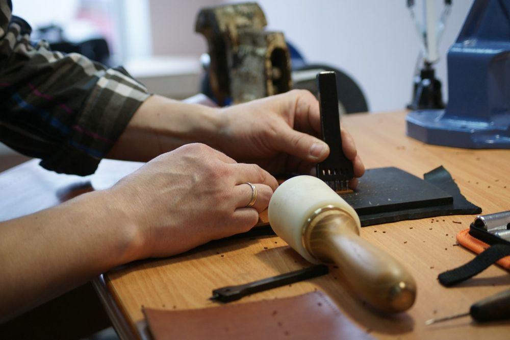 ремесло, мастерская кожевенника, натуральная кожа, leather