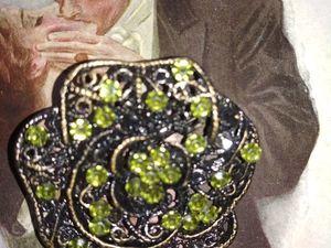 Брошь филигрань с зелёными кристаллами.. Ярмарка Мастеров - ручная работа, handmade.