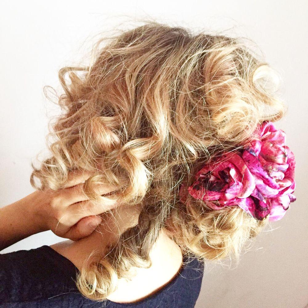 украшения в волосах